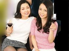 ダイスキ!人妻熟女動画 :お酒大好き!エッチ大好き!なおばさんたちと宅飲みしたらトンデモなかったw 咲良しほ 他