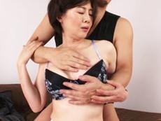 キレイな人妻熟女動画 :もっちもちの白い肌、巨乳の四十路美熟女が若者に抱かれにやってきた! 竹内梨恵