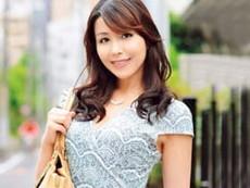 ダイスキ!人妻熟女動画 :めっちゃキレイな四十路前の奥さんを接吻王・小沢とおるがベロベロ舐め回し濃密SEX!