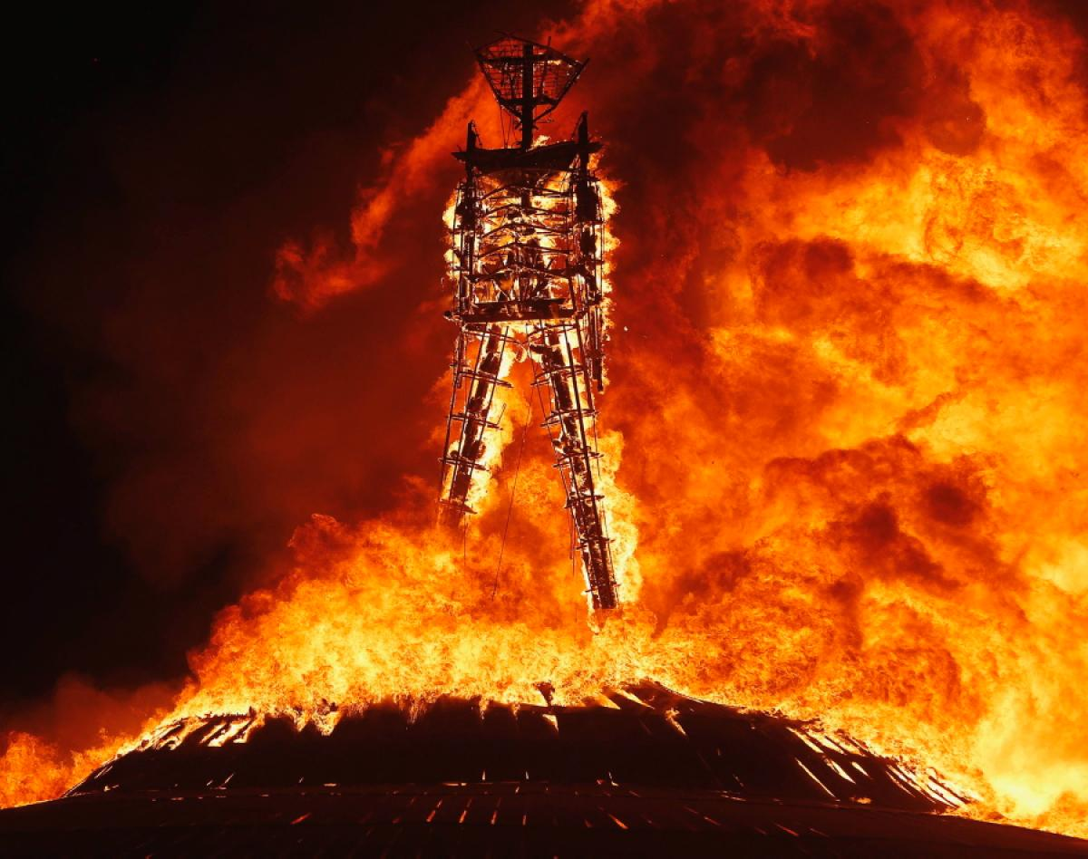 燃えるバーニングマン