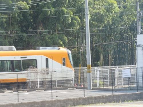 2019 4 7 バス車窓より近鉄電車